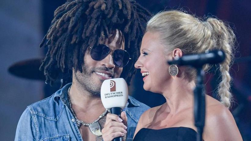 Rockige Preisverleihung: Lenny Kravitz heizt Radiomachern ein