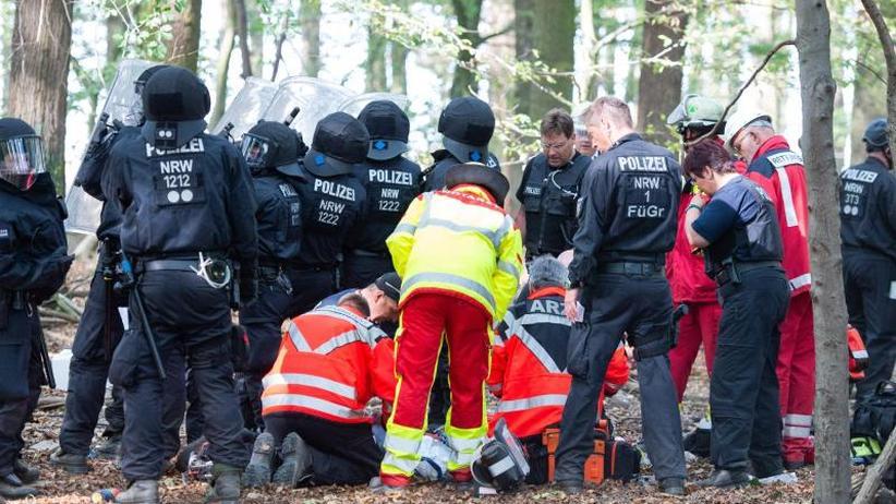 Räumung wird abgebrochen: Journalist stürzt im Hambacher Forst von Brücke und stirbt