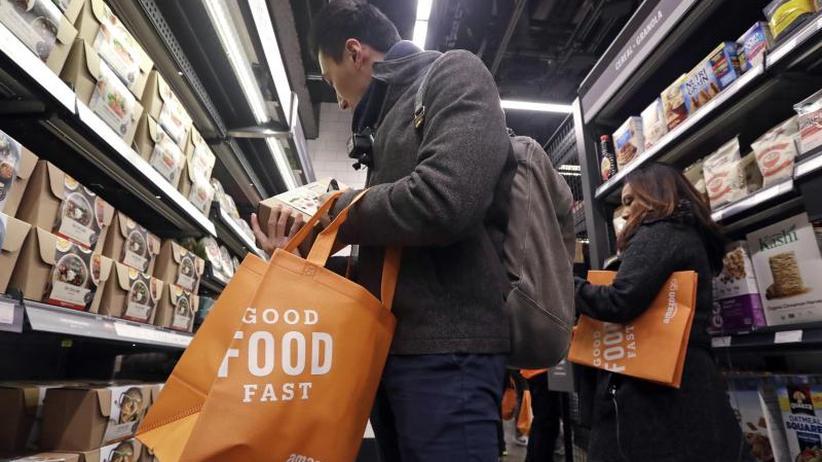 Attacke im Einzelhandel: Kreise: Amazon plant 3000 kassiererlose Läden bis 2021