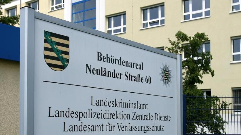 Behörde äußert sich nicht: Bericht: AfD-Mann arbeitet im sächsischen Verfassungsschutz