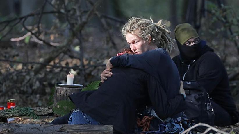 Waldbesetzer lehnen Rückzug ab: Gegenseitige Vorwürfe nach Unfalltod im Hambacher Forst