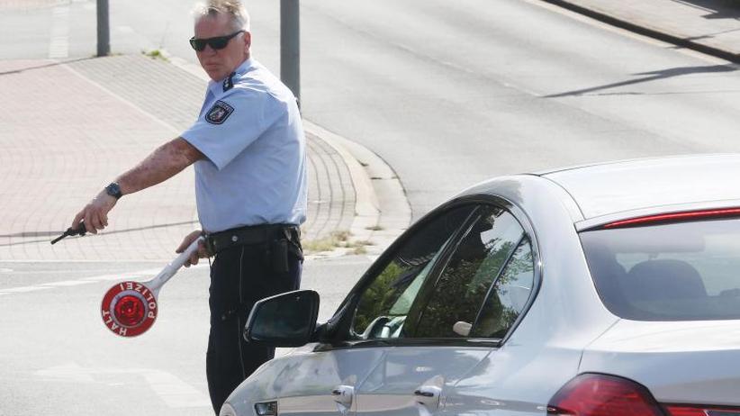 Bundesweite Kontrollen: Polizei erwischt 3100 Handysünder am Lenkrad