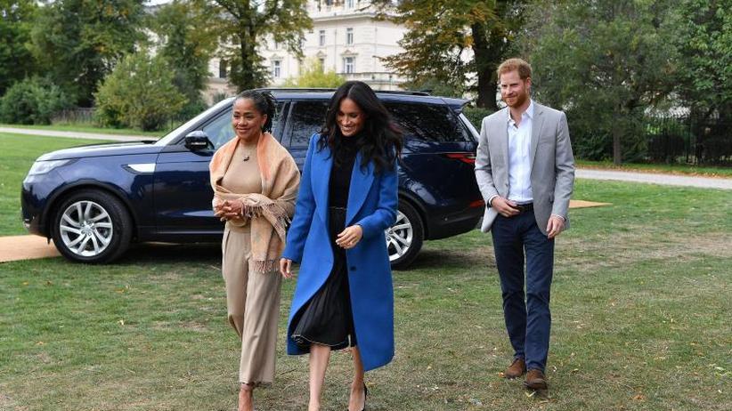 Britisches Königshaus: Prinz Harrys Schwiegermutter wieder in London