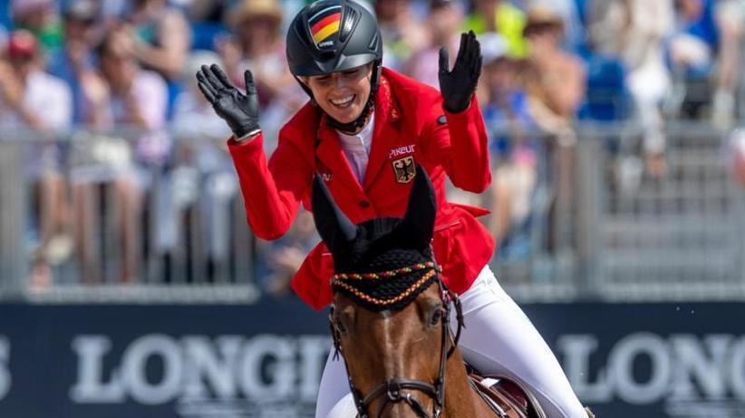 Springreit-WM: Mangos fürs Pferd und Liebeserklärung: Blum feiert Gold