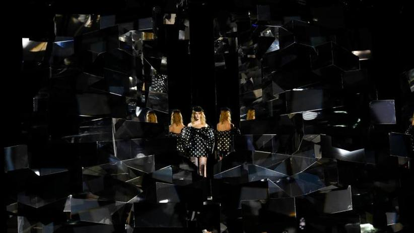 Paris Fashion Week: Debütshow von Hedi Slimane: Prom Queens und Rockstars