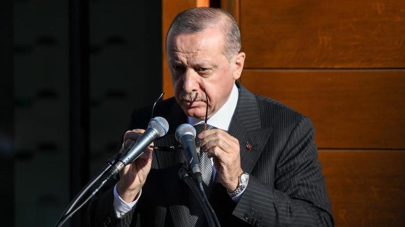 Polizei, Parolen und Protest: Erdogan eröffnet die Kölner Zentralmoschee