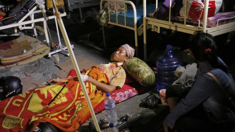 """Erdbeben in Indonesien: """"Gott, steh mir bei"""": Hunderte Tote nach Tsunami"""