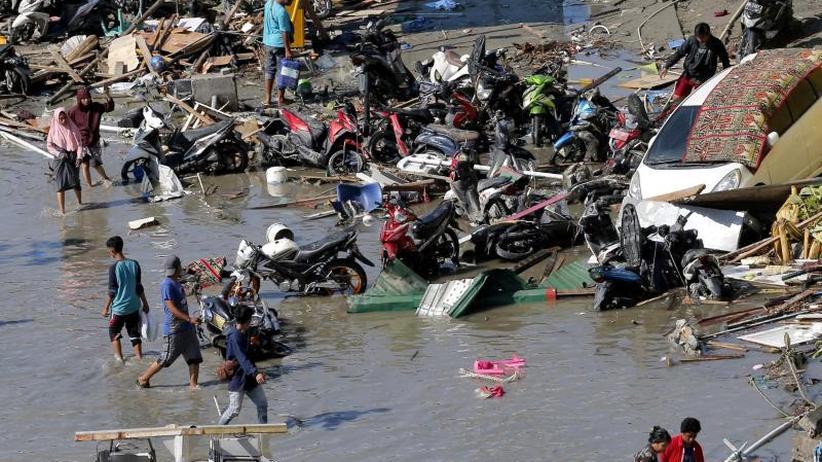 Helfern fehlt Treibstoff: Verzweifelte Suche nach Tsunami-Überlebenden