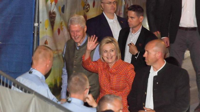 Ehemaliges Präsidentenpaar: Die Clintons auf der Wiesn