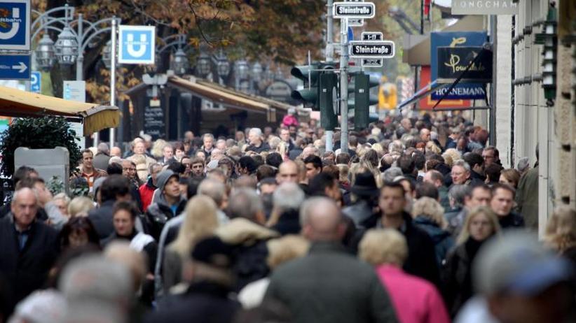 Umfrage zur Finanzlage: Mehrheit der Deutschen schaut zufrieden aufs Bankkonto