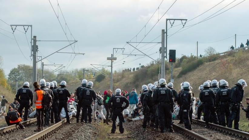 Aktivisten melden Demo an: Polizei erstattet 400 Strafanzeigen nach Kohle-Protesten
