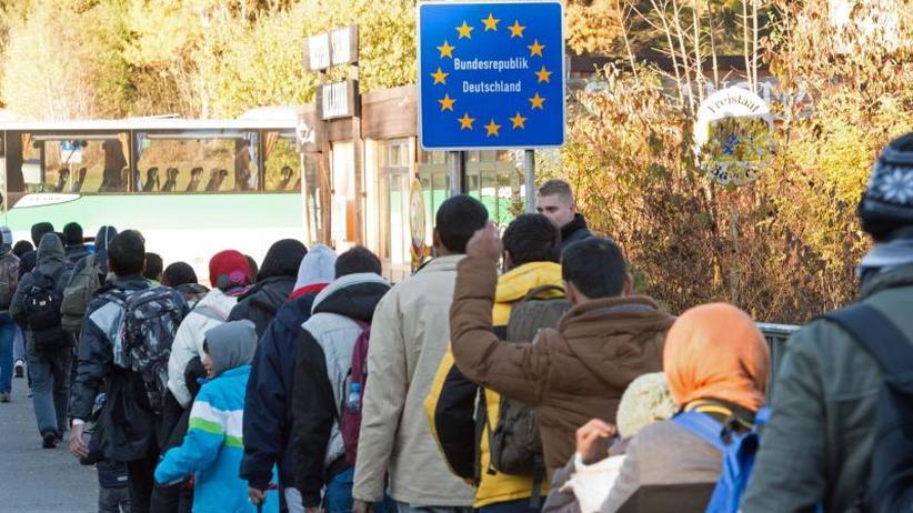 AfD fordert Ausstieg: Auswärtiges Amt: Migrationspakt bedroht Souveränität nicht