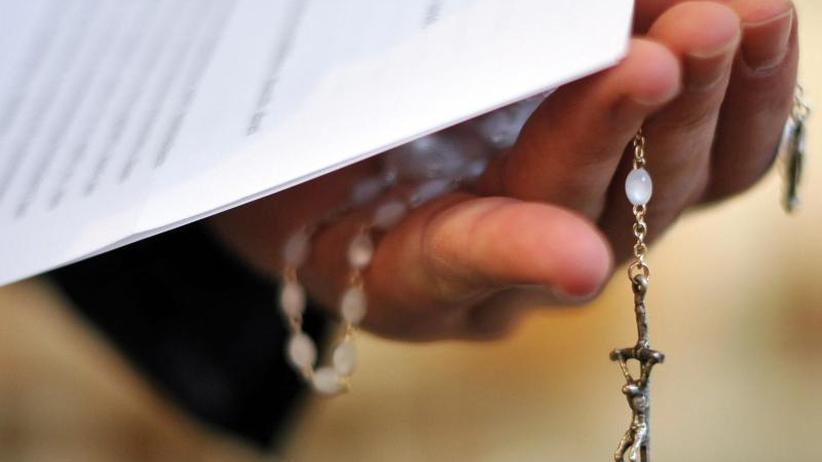Mangelnder Aufklärungswille: Missbrauch in der Kirche: Anzeige soll Ermittlungen anstoßen