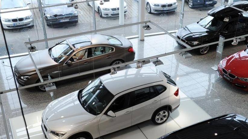 Produktion gedrosselt: Weniger Autos aus deutschen Fabriken