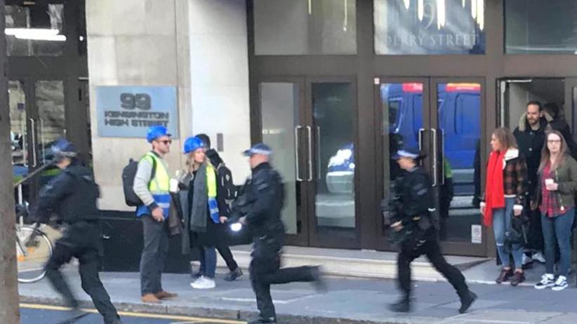 Medienberichte: Zwei Verletzte bei Streit unter Küchenmitarbeitern in London