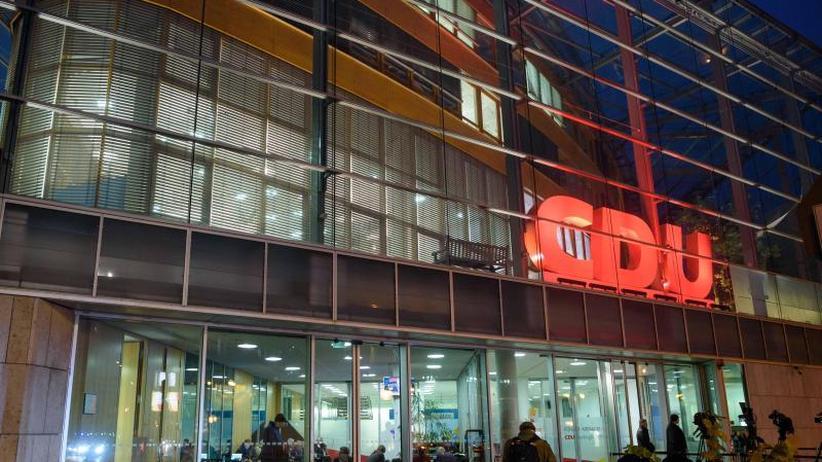 Parteien im Umfragetief: CDU und SPD stecken bei Klausuren Kurs ab