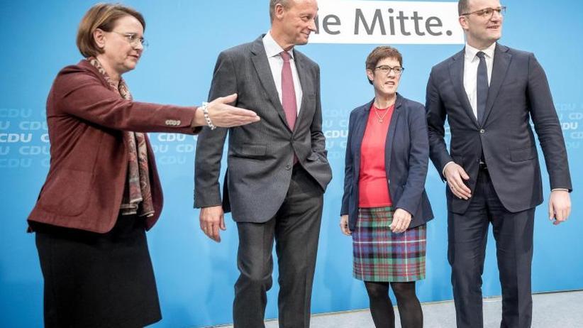 Merkel-Nachfolge: Umfrage: Kramp-Karrenbauer knapp vor Merz und weit vor Spahn