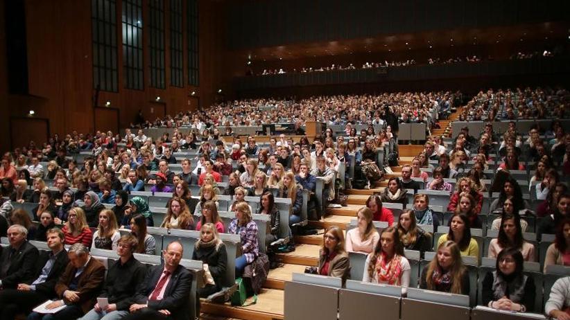 Karliczek plant Reform: Bafög soll umfasend steigen