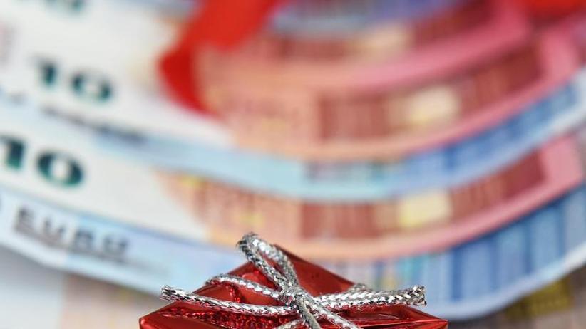 Anspruch auf Sonderzahlung: Tarifbeschäftigte haben häufiger Anspruch auf Weihnachtsgeld