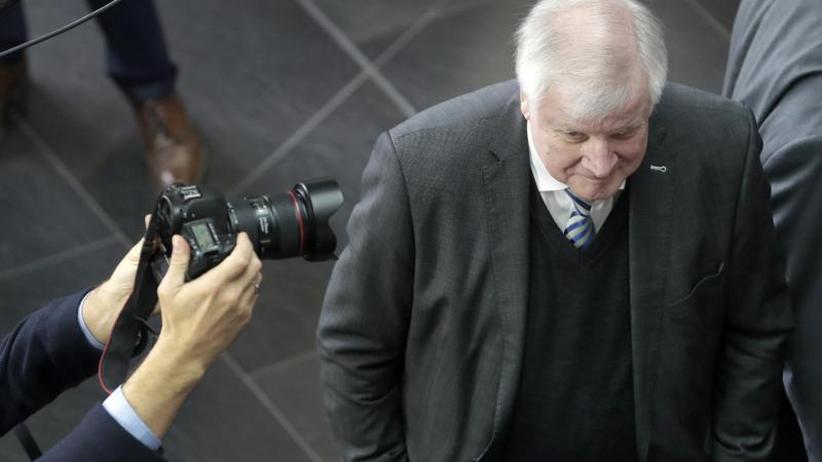 Kandidaten halten sich bedeckt: CSU wartet auf den Fahrplan für Ende von Seehofers Amtszeit