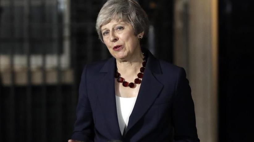 EU plant Sondergipfel: May stellt Brexit-Entwurf im Parlament vor