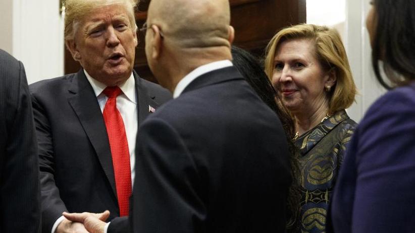 Auf Wunsch von Melania: Trump schasst Vize-Sicherheitsberaterin