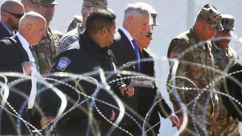 Trump will Migranten stoppen: US-Verteidigungsminister besucht Truppen an Mexikos Grenze