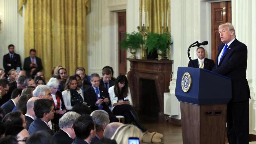 CNN-Reporter darf bleiben: Trump erlässt schärfere Regeln für Pressekonferenzen
