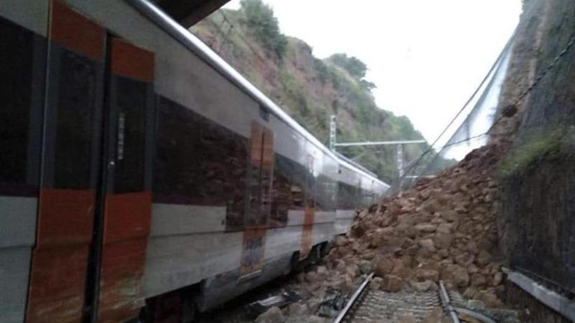 Toter und Verletzte: Zug bei Barcelona nach Erdrutsch entgleist