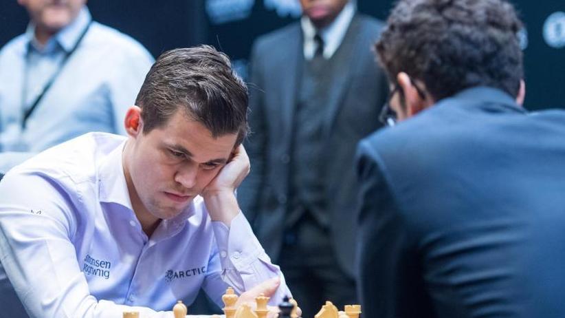 Sieg gegen Caruana: Carlsen erneut Schach-Weltmeister: Triumph im Tie-Break