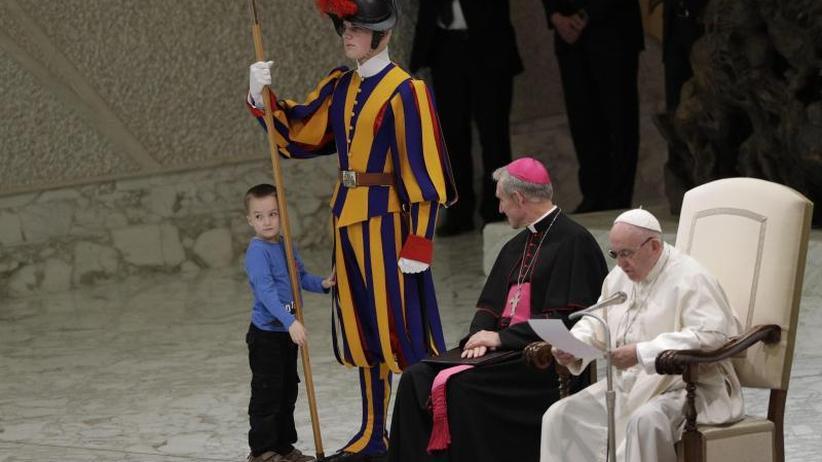 """Generalaudienz: Papst freut sich über """"undiszipliniertes"""" Kind im Vatikan"""