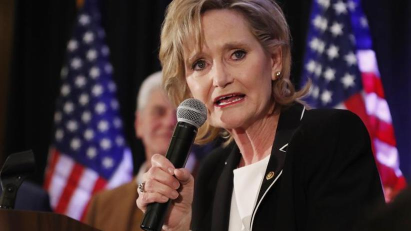 Mehrheit im Senat ausgebaut: Sender: Umstrittene Republikanerin gewinnt in Mississippi