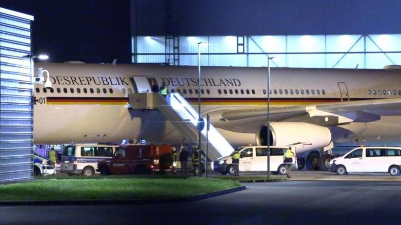 """Hilfe per Satellitentelefon: Merkels Pannenflug und eine """"höhere abstrakte Gefahr"""""""