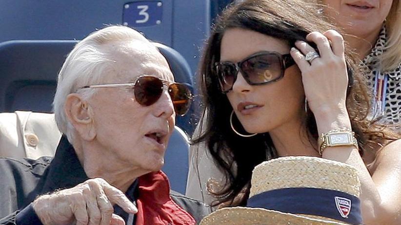Zum 102. Geburtstag: Catherine Zeta-Jones gratuliert Kirk Douglas