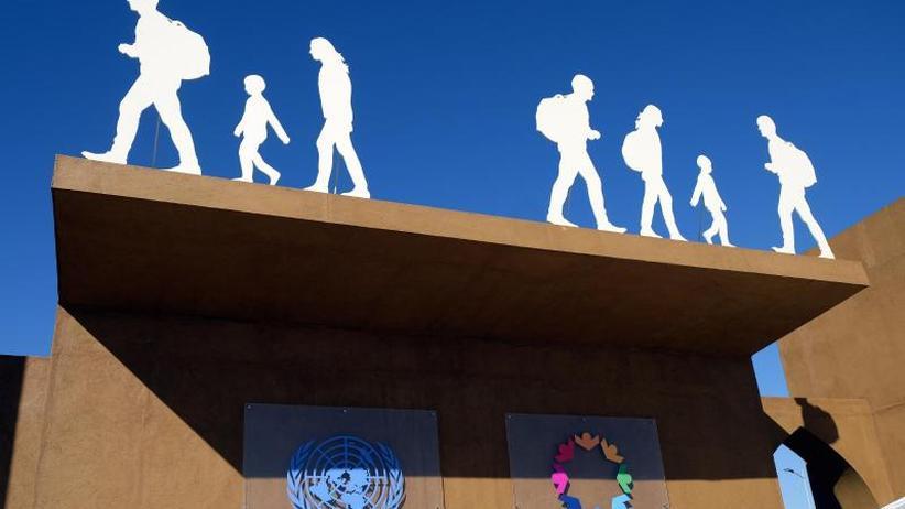 Merkel hält eine Rede: Umstrittener UN-Migrationspakt wird angenommen