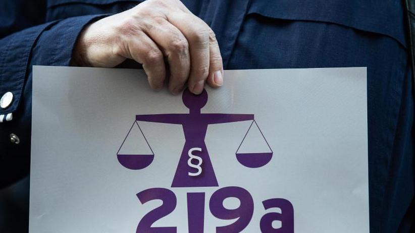 Umstrittener Paragraf 219a: Abtreibungs-Werbeverbot: Minister einigen sich auf Eckpunkte
