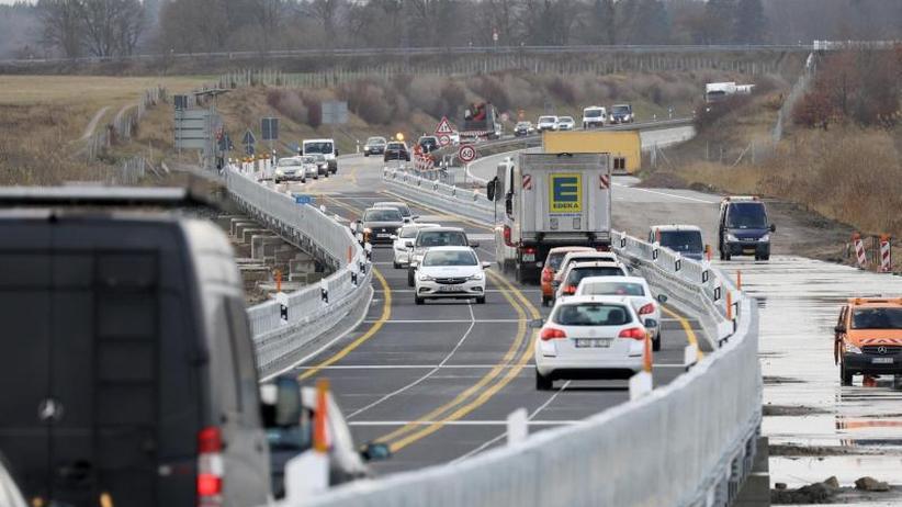 Neuaufbau kostet 100 Millionen: Freie Fahrt nach Stralsund: A20-Behelfsbrücke ist fertig