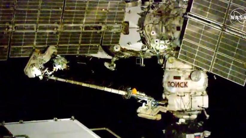 Ursache bleibt unklar: Kosmonauten überprüfen mysteriöses Loch bei ISS-Außeneinsatz