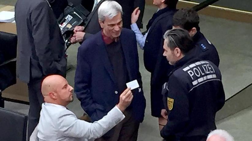 Partei will Räpple-Ausschluss: Polizei holt AfD-Abgeordneten aus dem Stuttgarter Landtag