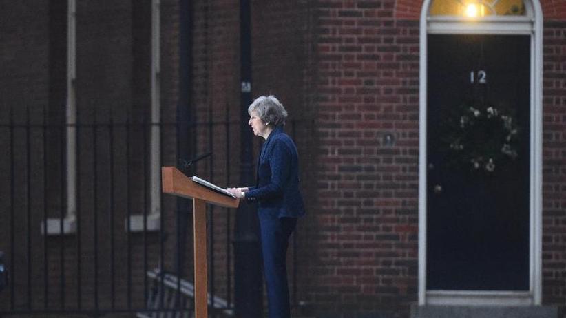 Aufstand in Fraktion: Theresa May übersteht Misstrauensabstimmung um Parteivorsitz