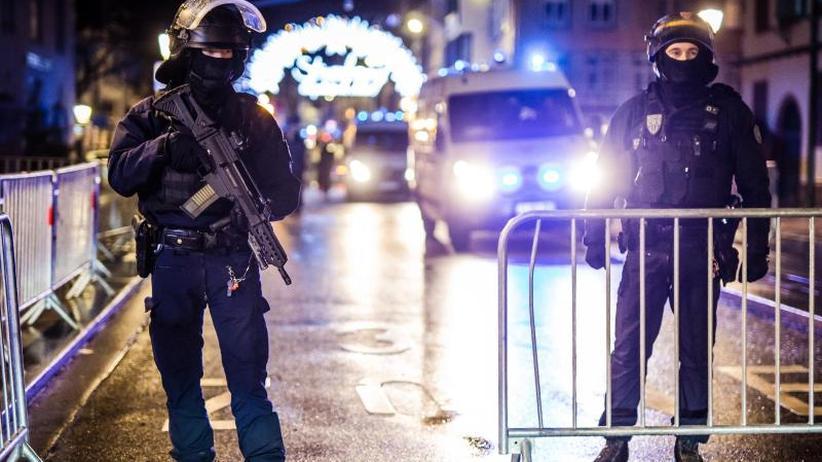Täter war in deutscher Haft: Tote bei Terroranschlag in Straßburg - Täter auf der Flucht