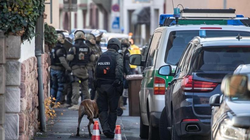 SEK-Einsatz in Aschaffenburg: Bewaffneter Ex-Mitarbeiter im Büro überwältigt