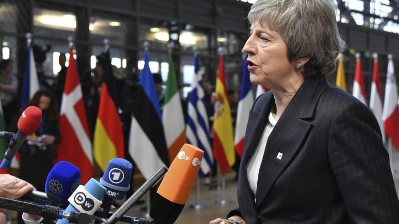 Nachverhandlung ausgeschlossen: EU will angeschlagener May helfen - aber nur mit Worten