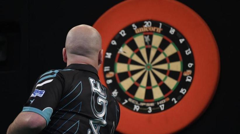 WM in London: Darts-Weltmeister Cross nimmt erste Hürde