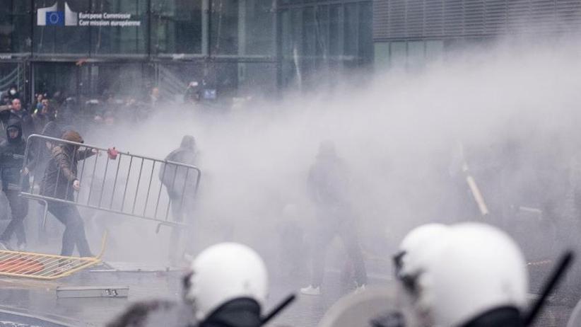 Dutzende Menschen in Gewahrsam: Gewalt bei rechter Demo gegen Migrationspakt in Brüssel