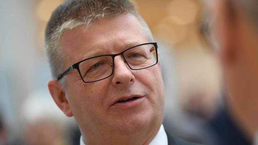 50 Prozent mehr Agenten: Verfassungsschutz kündigt stärkeren Kampf gegen Rechts an