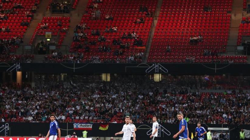 Übersättigung der Fans: DFB-Team & Co.:Fußball entfernt sich vonFans