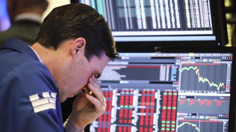 Dow Jones stürzt ab: Trump rät zum Aktienkauf und geißelt die US-Notenbank