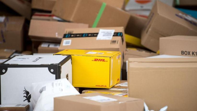 DHL erhöht Filialporto: Paketversender drehen an Preisschraube
