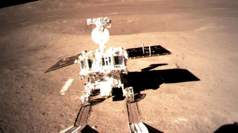 "Landung auf Mond-Rückseite: Chinas Mond-Rover ""Jadehase 2"" rollt los"
